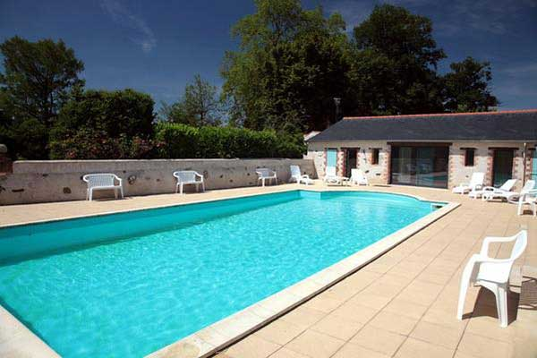 Location gites avec piscine int rieure chauff e vend e for Piscine chauffee