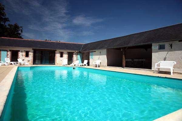 Location gites avec piscine int rieure chauff e vend e for Couvrir piscine exterieure